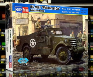 1:35 M3A1 White Scout Car późny - Hobby Boss 82452